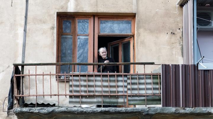 Губернатор оставил волгоградцев старше 65 лет взаперти до конца лета из-за COVID-19