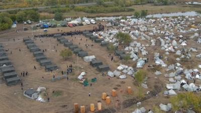 Кругом самодельные палатки: лагерь мигрантов под Самарой сняли с коптера