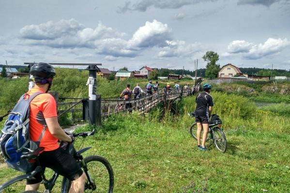 Группа велосипедистов проехала по красивым местам Урала до Билимбая