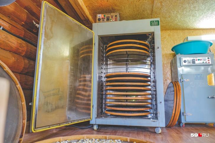Печь позволяет выбрать подходящую температуру для сушки