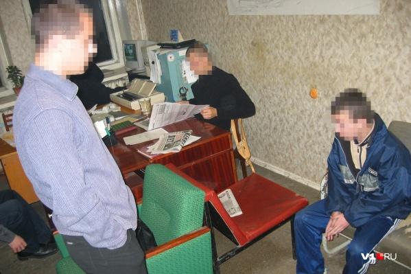 Четверо несовершеннолетних подкарауливали своих жертв у кафе