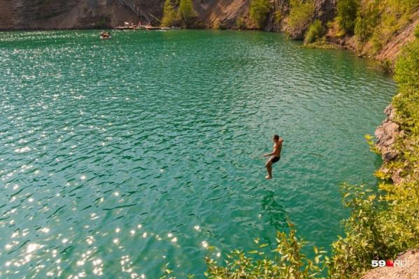 В этом году мы с дайверами погружались в голубые озера