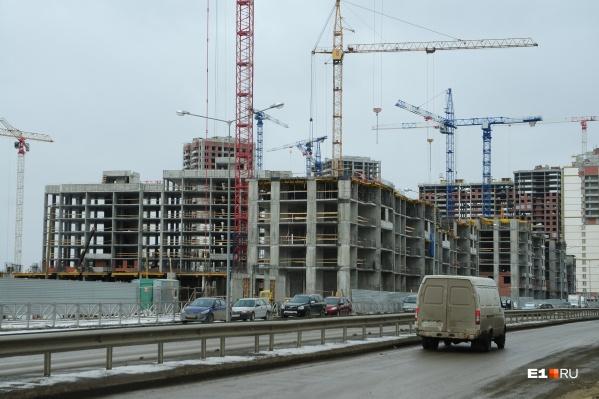 Администрация Екатеринбурга уже год пытается вернуть себе право согласовывать облик зданий