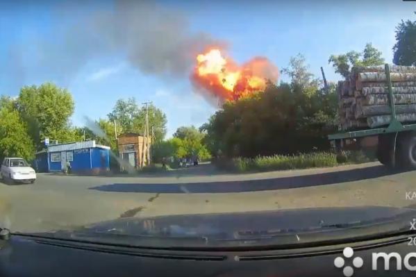 По словам очевидцев, во время пожара прогремели сразу два мощных взрыва