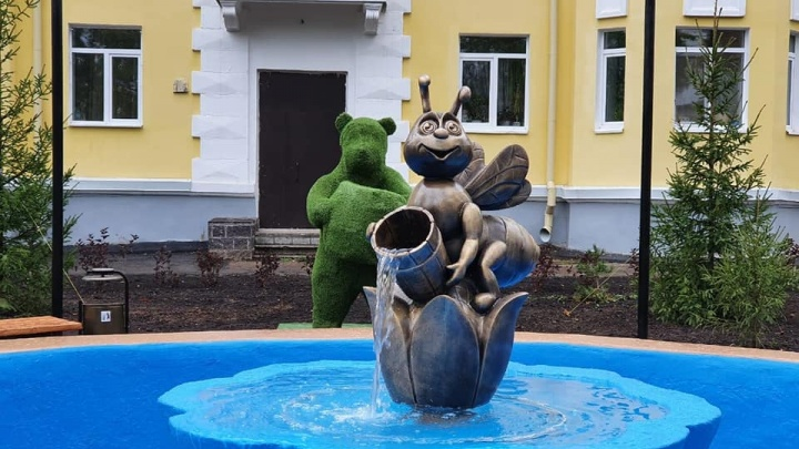 В соцсетях бурно обсуждают новый фонтан в Уфе. Урбанист Илья Варламов назвал его «колхозным креативом»