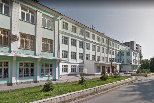 Теперь уже экс-директор оценил два бюджетных места в колледже в 144 тысячи рублей