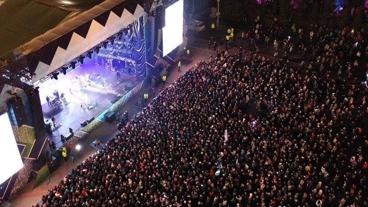 «Естественный отбор в действии»: площадь на концерте «ДДТ» в Уфе была заполнена до отказа