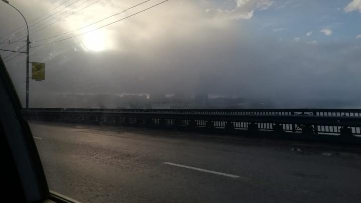 Синоптики назвали причину появления густого утреннего тумана над Новосибирском