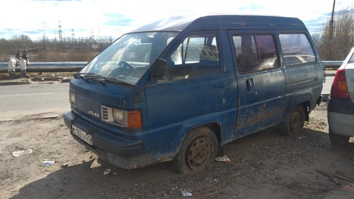 Брошенный автомобиль во дворе: что делать и куда жаловаться в Архангельске