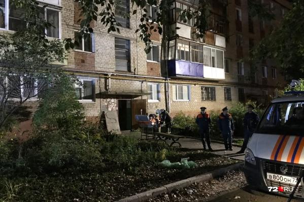 Жильцов экстренно выводили из пострадавших квартир
