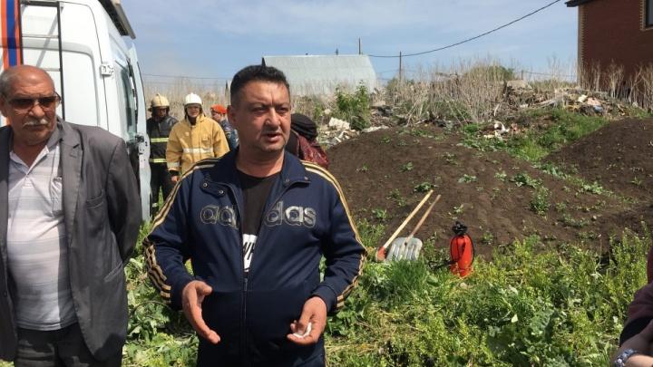 «Только детей успели взять»: цыгане рассказали о начале пожара в поселке Яицком на видео