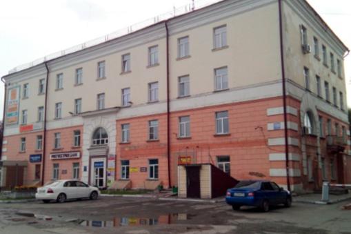 Поскользнулся и упал в яму: в Новосибирске мужчину засыпало землёй в траншее