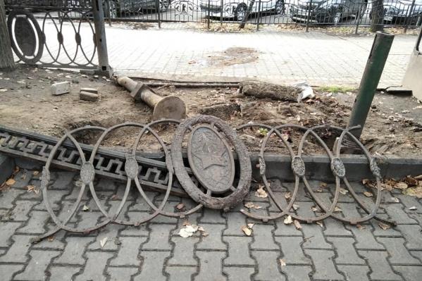 Ограждение с пятиконечными звездами появилось в центре Ярославля в 1960–1961 годах