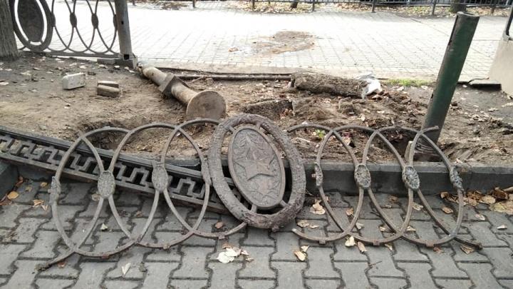 «Десоветизация по-ярославски»: горожане накинулись на чиновников из-за сноса чугунной ограды