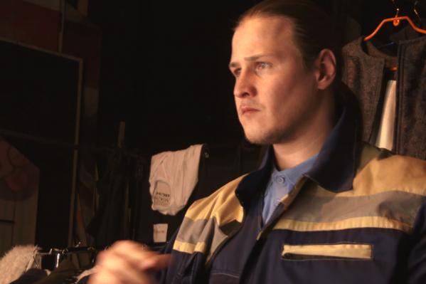 Дмитрий Куклев — главный герой документального фильма. Он страдает рассеянным склерозом, но ему это не мешает выступать на сцене театра