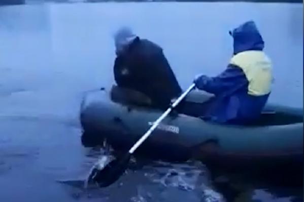 Браконьеры попытались удрать от патрульного катера