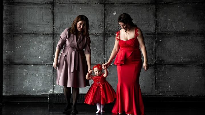 «Забывают о себе и проблемах»: трогательный фотопроект про мам, чьи дети борются с онкологией