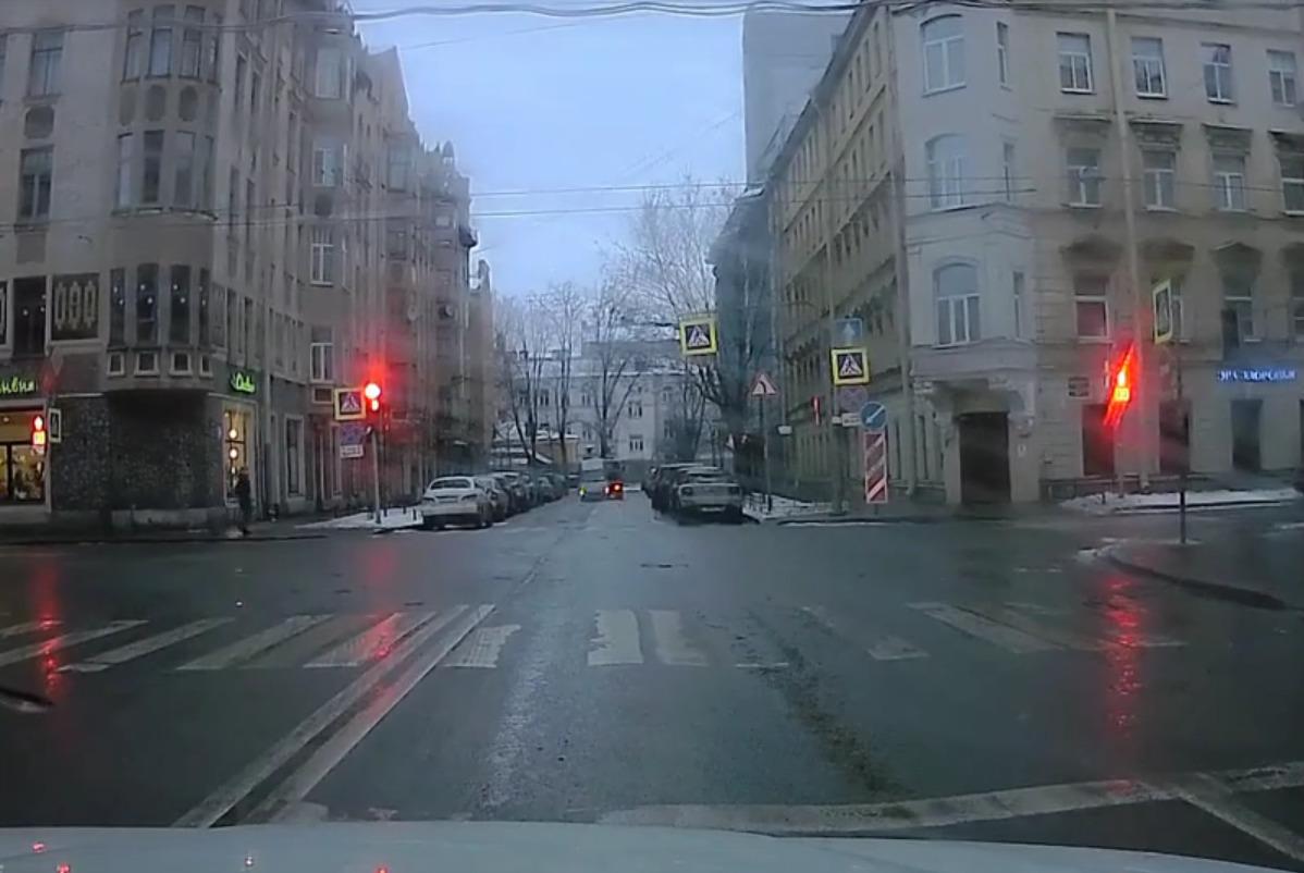 "Скриншот видео из группы&nbsp;<a href=""https://vk.com/wall-68471405_14357985"" target=""_blank"" class=""_"">«ДТП и ЧП | Санкт-Петербург»</a>"