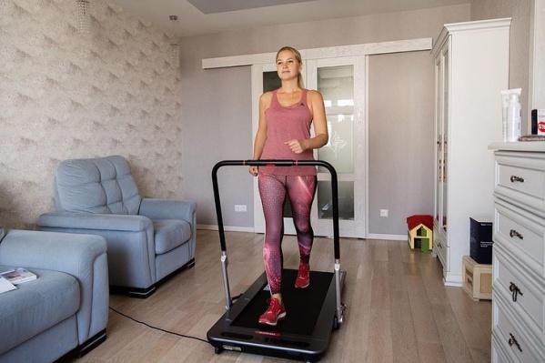 Беговая дорожка — отличный тренажер для поддержания физической формы
