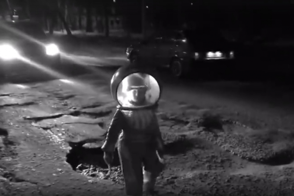 Ролик снимали ночью, когда мало машин
