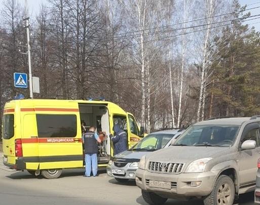 Водитель потерял сознание в автомобиле на Затулинке — его бросились спасать очевидцы
