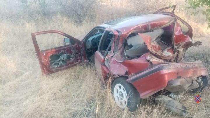 Перевернулся и в дерево: 18-летний волжанин превратил BMW в груду металла