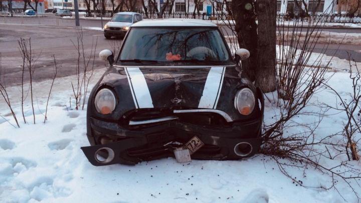 Две семиклассницы ночью взяли родительский Mini Cooper и попали в ДТП на Ямской