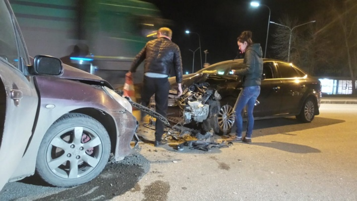 В Екатеринбурге произошло массовое ДТП, три человека пострадали