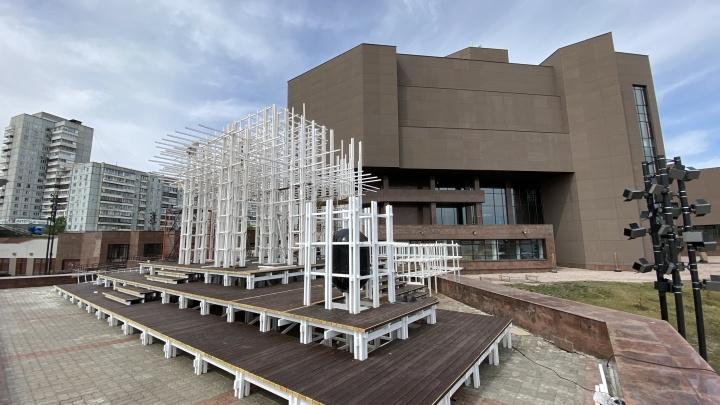 Новый арт-объект готовится рядом с музейным центром «Площадь Мира»