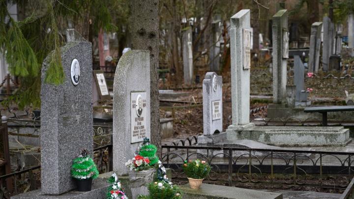 В Ростовской области разрешили посещать кладбища. Но не всем