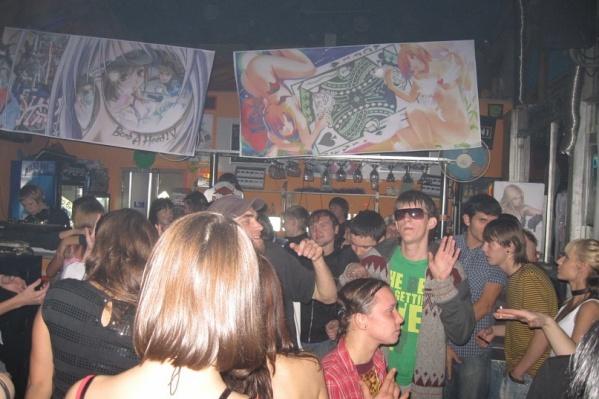 Работа в омске в ночном клубе охранником бесплатные разговорные клубы английского языка в москве