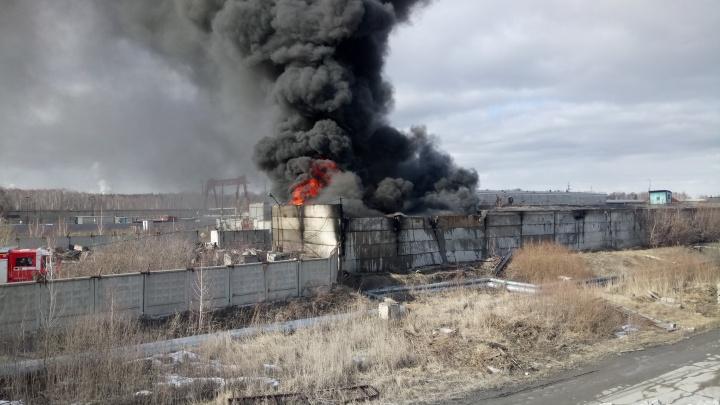 «Всё перегорожено»: в районе челябинской ТЭЦ случился большой пожар