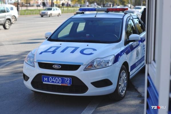 Инспектор попытался остановить пьяного водителя, выдернув ключи из машины