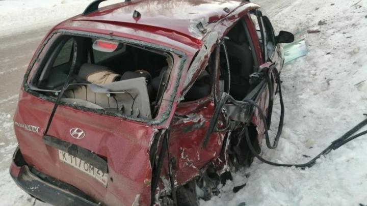 В Вельском районе иномарка столкнулась с грузовым «Мерседесом» — погибла пенсионерка