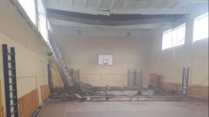 В школьном спортзале в Стерлитамаке обрушился бетонный потолок