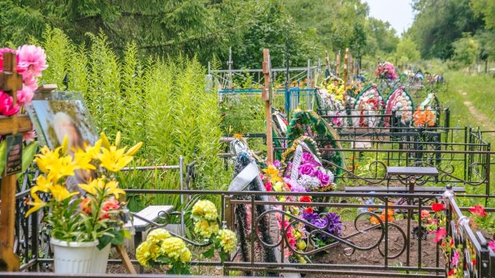 В Самаре открыли для посещения муниципальные кладбища