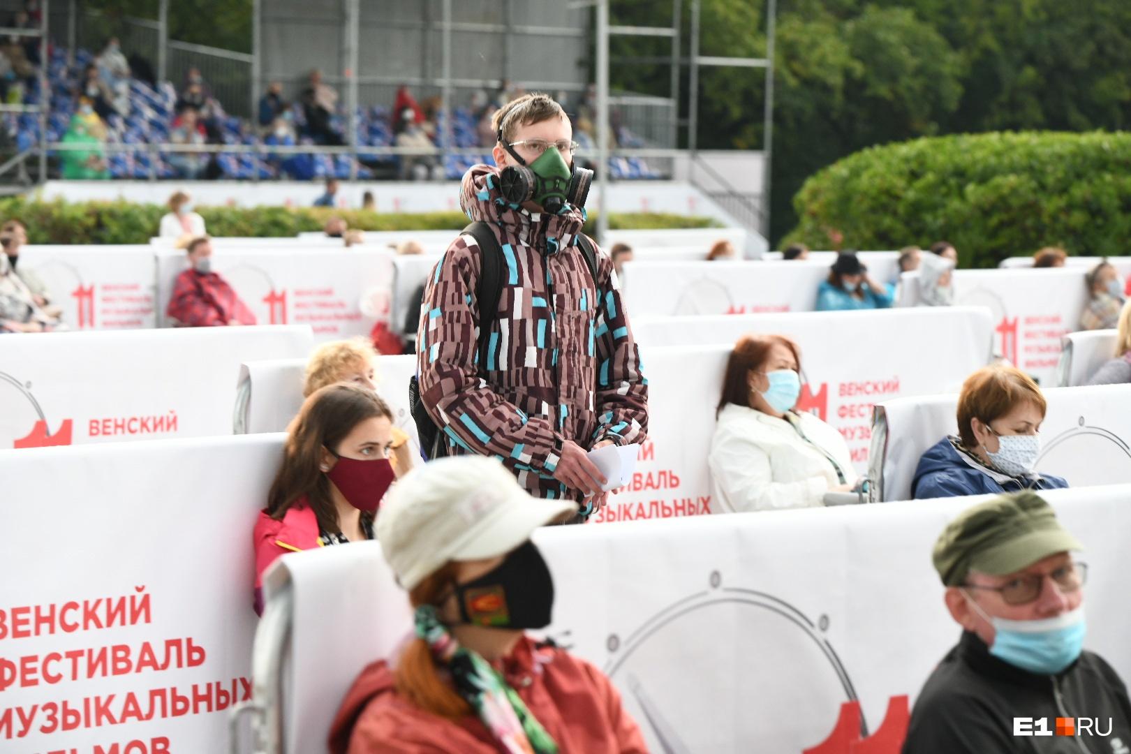 Человек серьёзно подготовился к фестивалю!