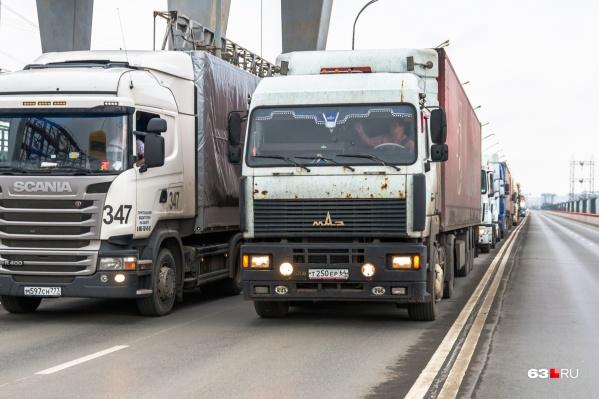 Ограничения вводят для грузовиков