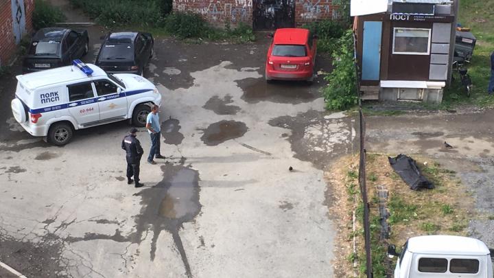 «Утро добрым не получилось»: на Химмаше у детской поликлиники нашли труп женщины
