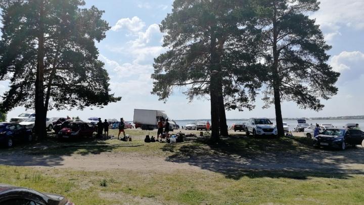 В аномальную жару тюменцы «самоизолировались» на пляжах