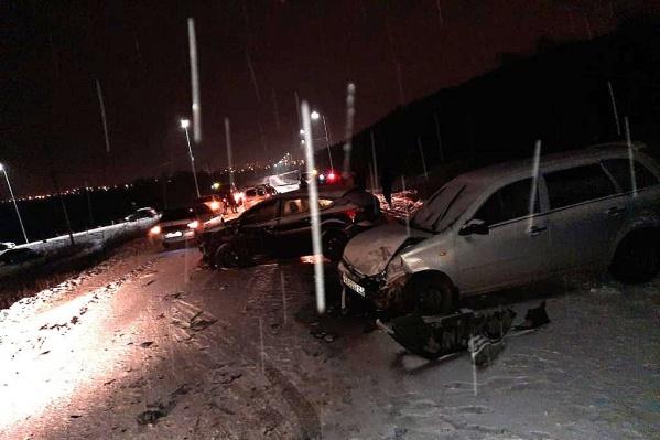 В ДТП столкнулись шесть машин