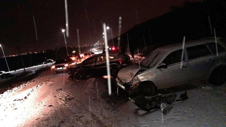 В Башкирии в массовое ДТП попали шесть автомобилей