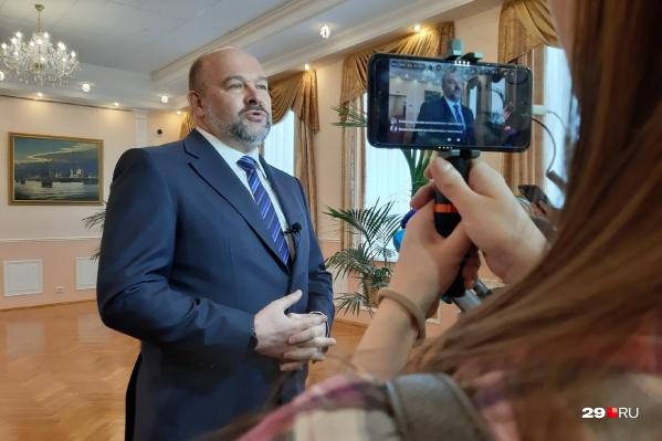 Речь губернатора оказалась короткой — он рассказал, что написал заявление об отставке<br>