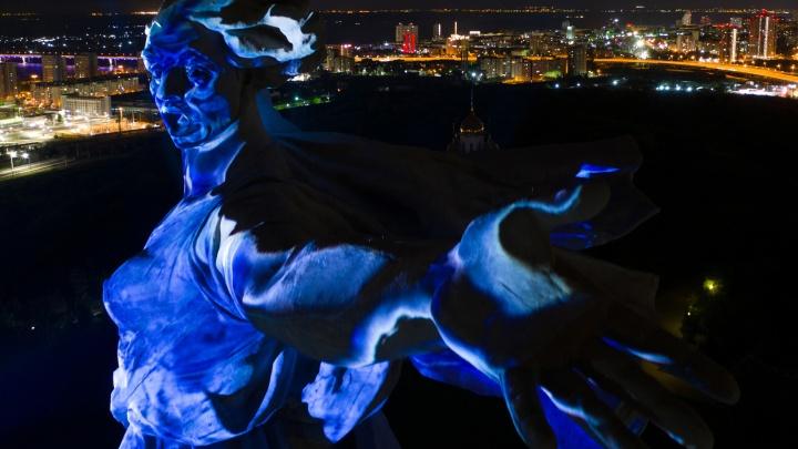 Свету Великой Победы быть! Смотрим яркие кадры грандиозного шоу в Волгограде