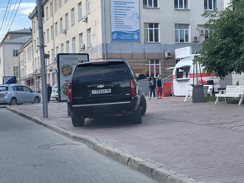 Тротуар Красного проспекта