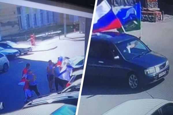 Мужчины пытались продать флаги возле рынка