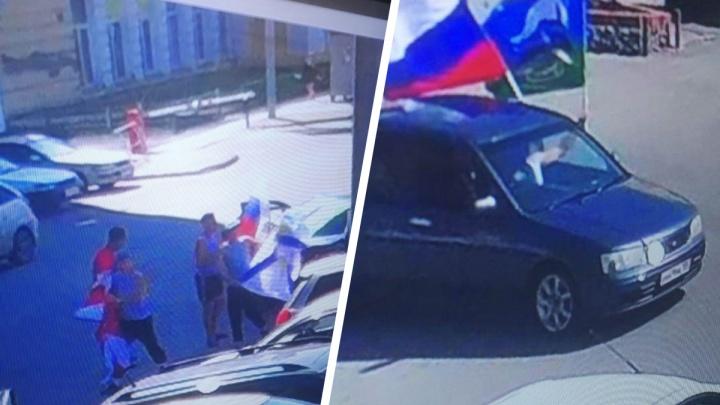 На Центральном рынке люди в форме ВДВ украли с витрины флаги и пытались их перепродать