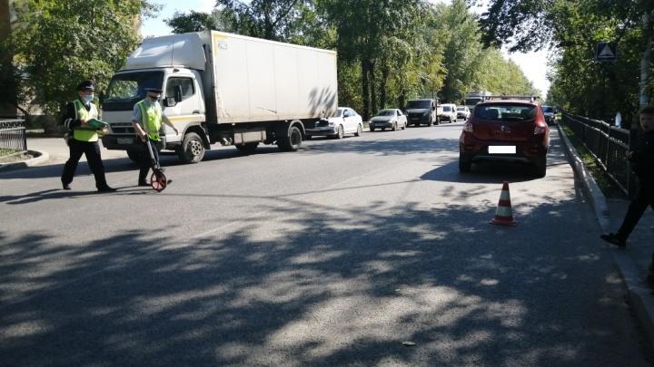 Все пострадавшие — родственники: подробности ДТП в Кольцово, где иномарка сбила четырех детей