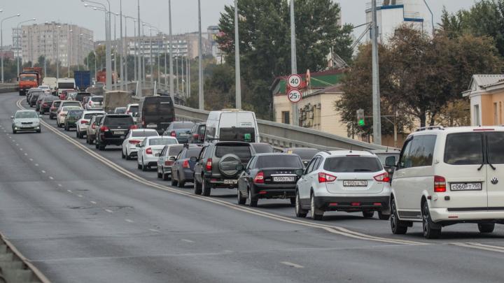 Стало известно, почему на Южном мосту ограничили скорость до 40 километров в час