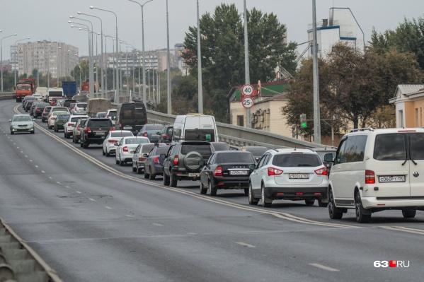 Водителям приходится двигаться медленно, чтобы не заработать штрафов